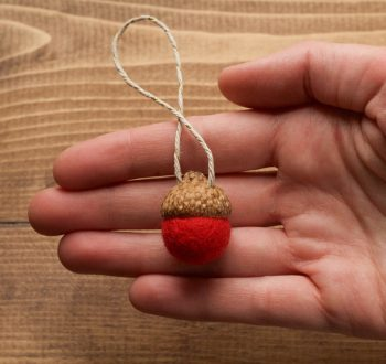 Valentines Day Felted Acorn Ornaments in Red, Felt Acorns,Christmas, Holiday Gift Tie On, Winter, Hostess Gift, Weddings, Rustic, Favors